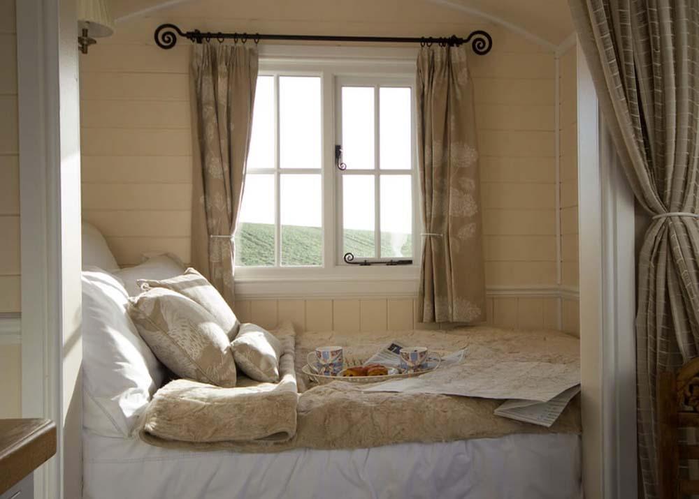 تختخواب در فضای کوچک
